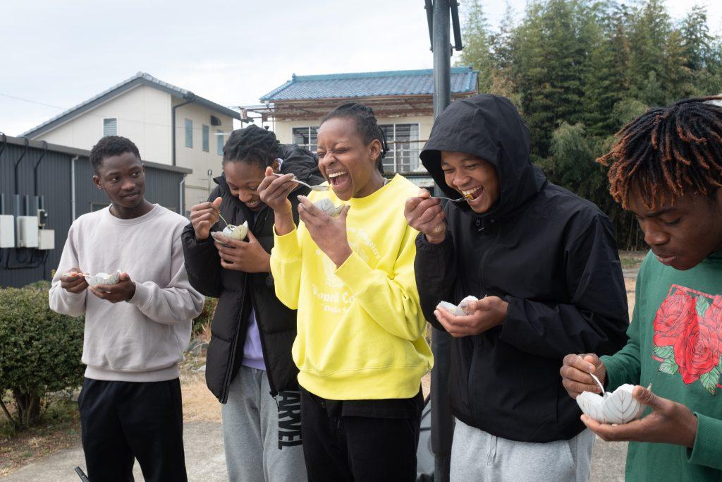 しもつかれを食べた時のナイジェリア人アスリートのリアクション